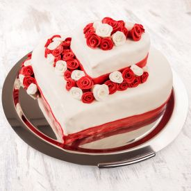 Heart shaped Cake in 3 tier