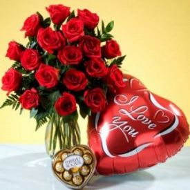 15 Red Roses, Balloons and 16 pcs Ferrero Rocher
