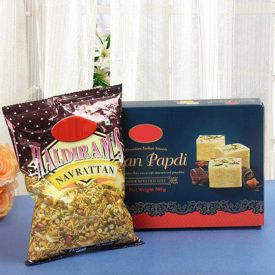 Soan Papdi With Namkeen