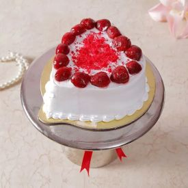 Heart Shaped Straw berry Cake
