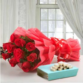 Bunch of 10 Red Roses and 1/2 Kg kaju Katli