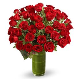 Bunch of 24 red roses with vase