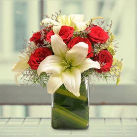 10 Red rose with 4 white lilies