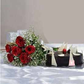 6 Red Roses with Half Kg Round Black Forest Cake