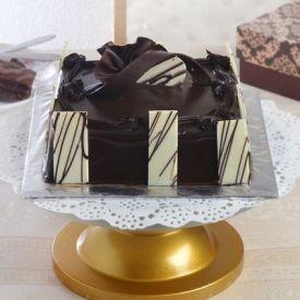 Square Chocolate Cake (1 Kg)