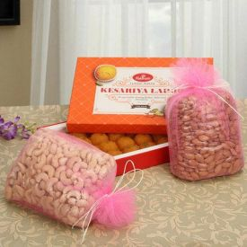 Sweet Hamper with Dry Fruits