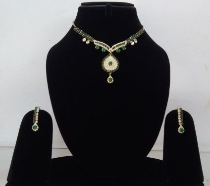Pendant Set Green & gold