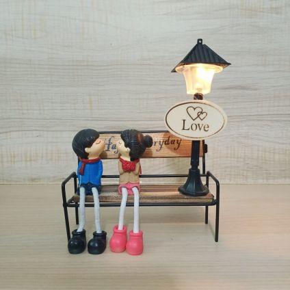 Couple show peace