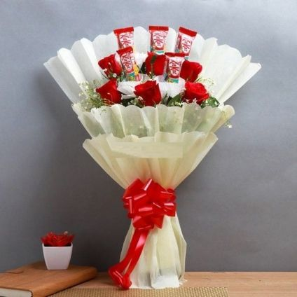 Bouquet of KitKat N Roses