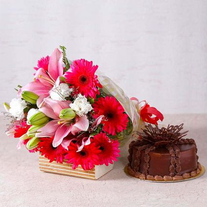 Flowers With Chocolates Cake