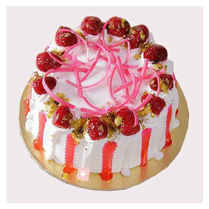 Round Strawberry Cake with Strawberry Topping