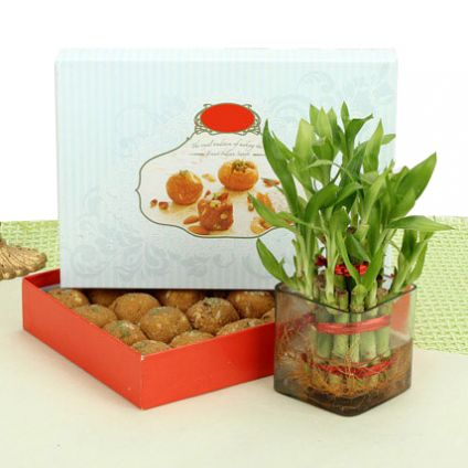 1 kg besan laddoo with bamboos
